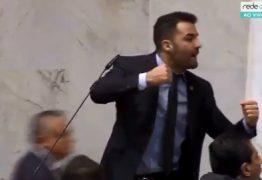 Deputado chama servidores de vagabundos e causa quebra-pau na Assembléia Legislativa – VEJA VÍDEO