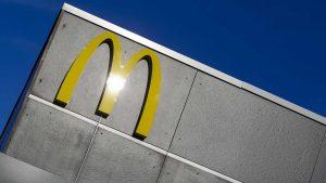 naom 56a65e8475972 300x169 - Mulher apontou arma a funcionários do McDonald's por causa de ketchup