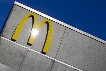 naom 56a65e8475972 360x240 - Mulher apontou arma a funcionários do McDonald's por causa de ketchup