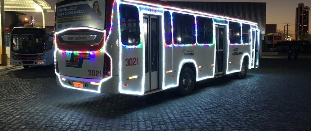 Ônibus com decoração natalina começa a circular em Campina Grande