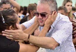 Prefeito de Mata Redonda entrega cestas natalinas para idosos durante almoço festivo