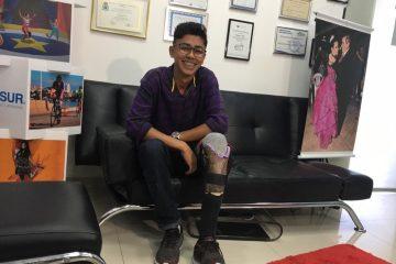 protese sor 360x240 - R$40 E CRIATIVIDADE: Jovem que fez perna com sucata de bicicleta ganha prótese