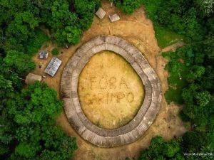 protesto 300x225 - Leonardo DiCaprio divulga foto de área indígena no Brasil com mensagem 'fora garimpo'; veja