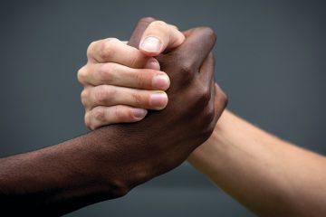 racismo e injuria racial og 360x240 - Pedagoga é acusada de cometer injúria racial contra garçom na Capital