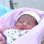 trinidad nasceu dentro de um aviao 150x150 - Mulher dá a luz a bebê em avião a caminho de Santiago e pouso emergencial é feito em Porto Alegre