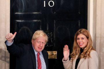 xBRITAIN ELECTION  GPC4EELDI.1.jpg.pagespeed.ic .Ic16OIuXR7 360x240 - Conservador Boris Johnson consegue vitória arrasadora no Reino Unido, consolidando caminho para o Brexit