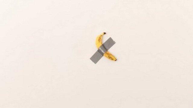 Obra com banana presa com fita adesiva é vendida por R$ 505 mil