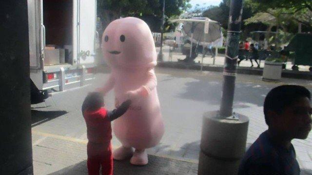 Mascote anti-HIV com forma de pênis é banido de cidade