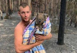 Jovem enfrenta incêndios na Austrália para salvar coalas