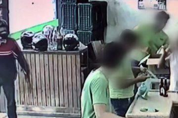 Bandido desiste de assalto após vítimas 'não lhe darem bola' – VEJA VÍDEO