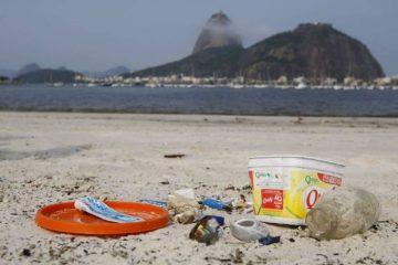 1 praia 15290606 360x240 - Estudo revela que bituca de cigarro é maior parte do lixo nas praias brasileiras