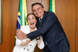 """1 reginabolsonaro 15276398 300x201 - CUSTOU CARO: """"Noivado"""" de Regina Duarte com Bolsonaro custou ao menos R$ 15 mil"""