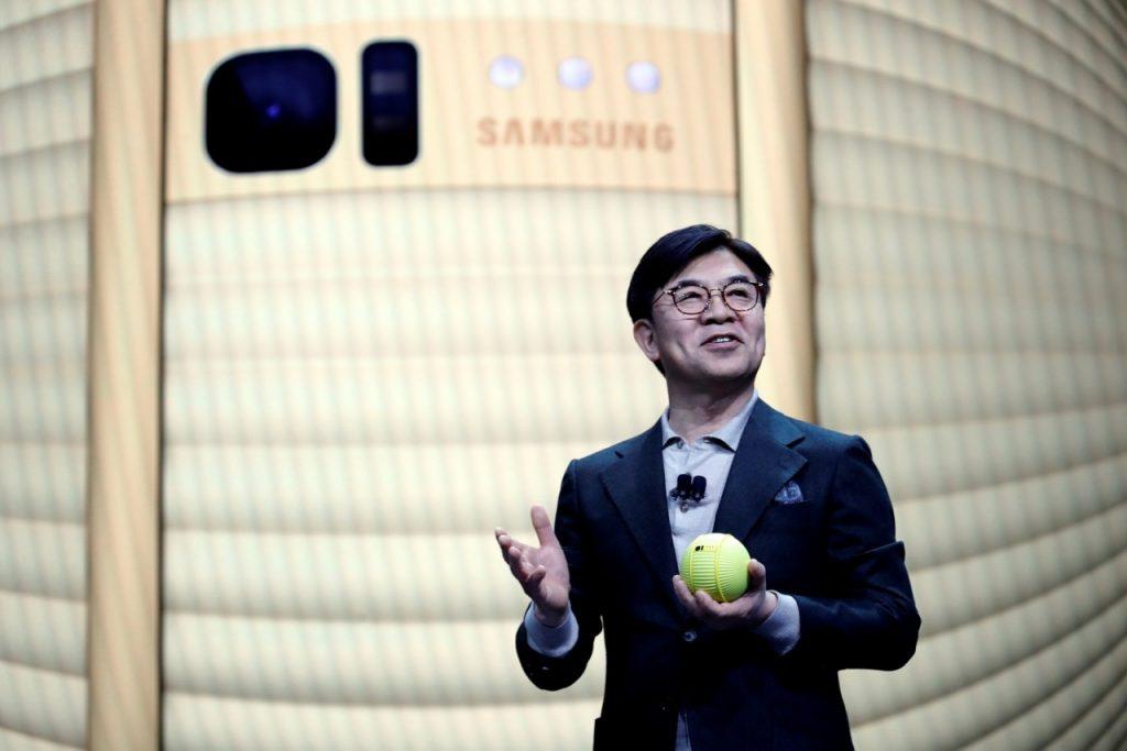 2020 01 07t074818z 1824967100 rc2vae9o372t rtrmadp 3 tech ces 1 1024x683 - Samsung apresenta o Ballie, robô assistente para casas conectadas - VEJA VÍDEO
