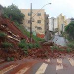 25jan2020 chuvas causaram danos na avenida dos andradas em belo horizonte mg neste sabado 25 1579969880518 v2 750x421 150x150 - Sobe para 35 número de mortos em Minas Gerais em razão das chuvas