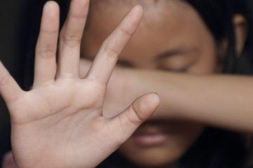558adc50gn9lx3zwj21whthdm 1 360x240 - Mulher é presa após espancar a filha de 6 anos que fez xixi na cama enquanto dormia