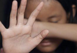 Menina sofre estupro coletivo após sair com jovem que conheceu na internet