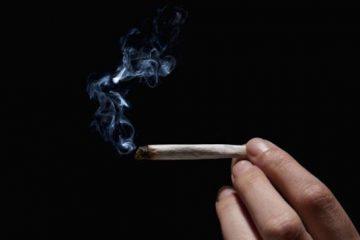627 360x240 - Julgado por posse de droga, réu acende cigarro de maconha diante de juiz
