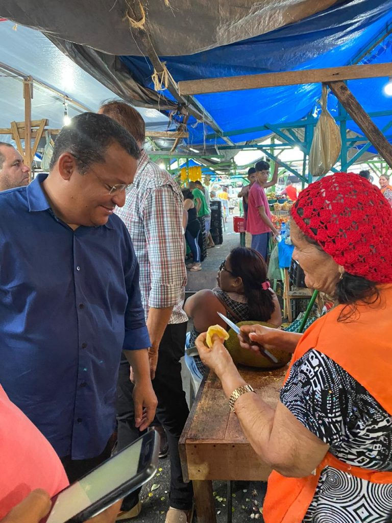 93d75b14 fa32 4fb9 aa83 256cc1c05f66 768x1024 - ESTREITANDO LAÇOS DE AMIZADE: Nilvan Ferreira visita a Feira de Jaguaribe e recebe carinho do povo pessoense - VEJA VÍDEO