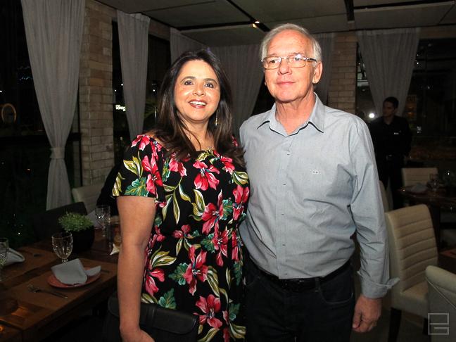 Arnóbio Viana e Georgiana Cruz - Calvário: esposa do presidente do TCE é acusada de distribuir R$ 50 mil em propina para que auditores fiscais resolvessem as contas de RC