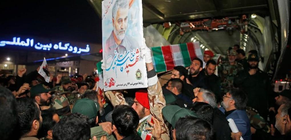 Capturar 16 - TENSÃO NO ORIENTE: Foguetes atingem base dos EUA no Iraque; TV estatal atribui autoria ao Irã - VEJA MOMENTO DO ATAQUE