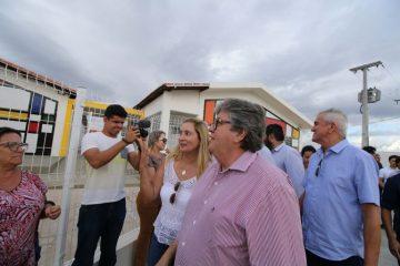 Joao Azevedo evento Nova Floresta 360x240 - PARCEIROS DA HABITAÇÃO: João Azevedo anuncia investimento de R$15 milhões para a construção de mil casas