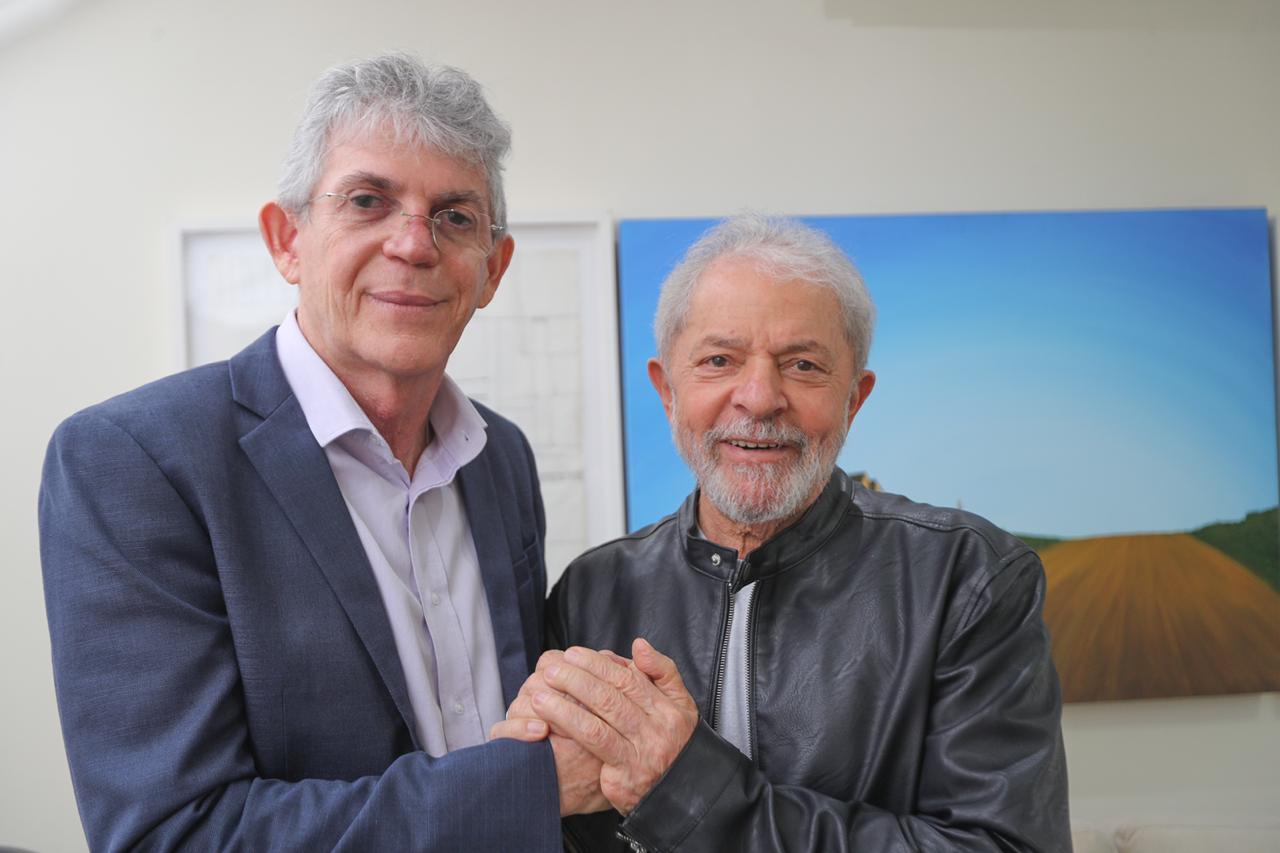 """Lula e Coutinho - Lula diz que Ricardo Coutinho pode """"sair mais forte"""" das acusações feitas na Operação Calvário"""