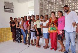 Prefeita Márcia Lucena e moradores do Assentamento Dona Antônia vistam obras do CREI da Comunidade