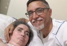 NA SAÚDE E NA DOENÇA: radialista paraibano cuida há 12 anos da mulher em estado vegetativo e diz que amor o move