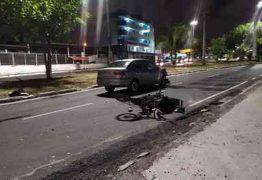 Motocicleta colide em carro e criança é arremessada e internada em estado grave, em João Pessoa