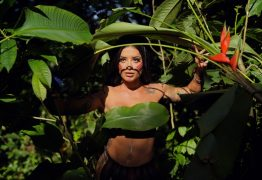 Aline Riscado comenta dificuldades em substituir Sabrina Sato na Vila Isabel