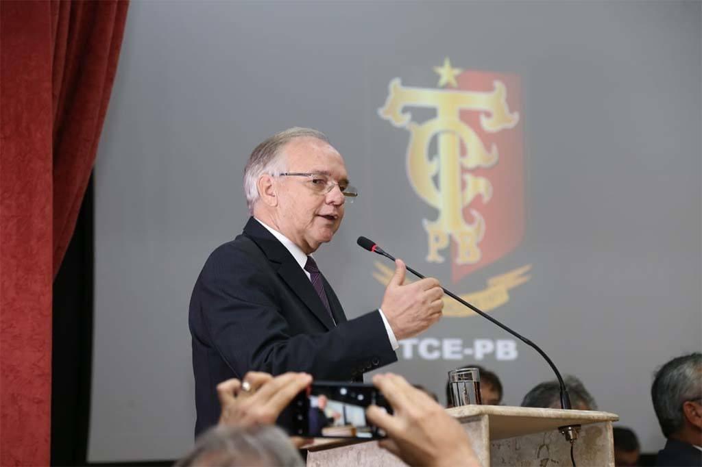arnobio2801 - Presidente do TCE emite nota, mas não sai em defesa da esposa: 'doa a quem doer'