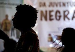 Quase metade dos negros brasileiros ganha um salário mínimo ou menos