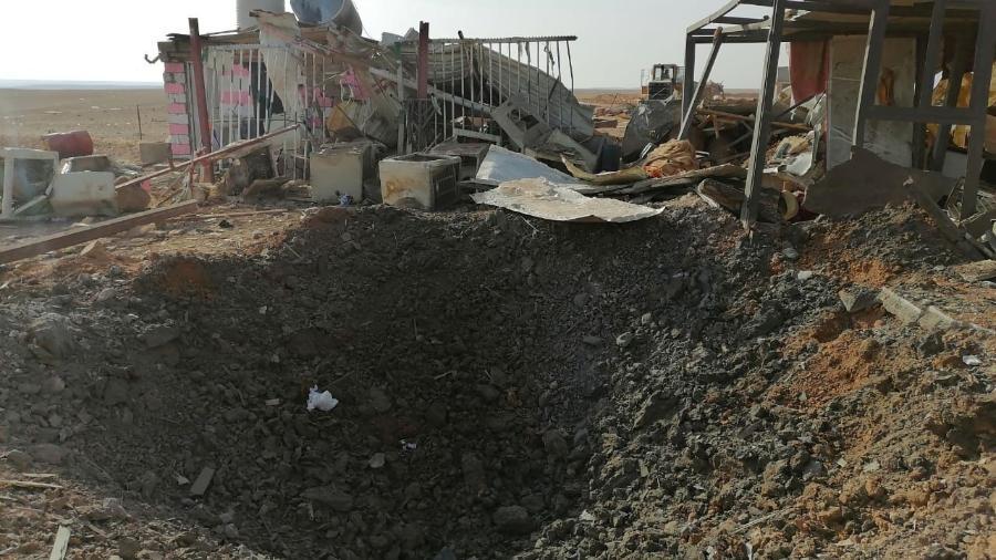 buraco feito apos a explosao de um foguete lancado por um aviao militar norte americano em qaim no iraque 1577703146045 v2 900x506 - EUA bombardeiam novamente o Iraque; ataque deixa mortos