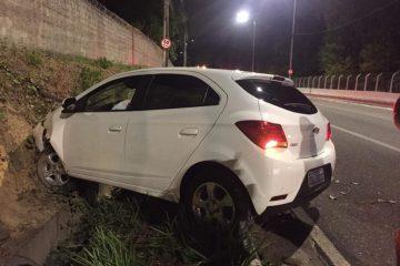 carro pedro II 1024x768 360x240 - Carro invade casa no Colinas do Sul e condutor embriagado 'sobra' na curva na Torre