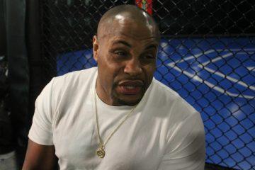 UFC: 'Somente um peso-pesado poderia vencer Jon Jones no octógono do UFC', afirma Daniel Cormier