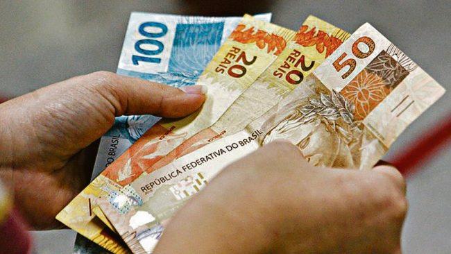 destaque 572977 dinheiro e1558097844532 - DIÁRIO OFICIAL: Estado anuncia reajuste de 5% em salários de servidores