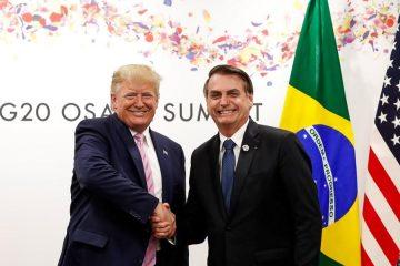 Bolsonaro afirma que 'jamais' pediria a Trump para mudar tratamento dado a deportados brasileiros