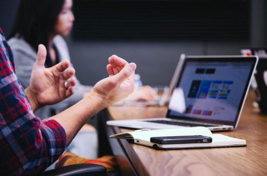 4 em cada 10 dos profissionais estão insatisfeitos com salário, diz pesquisa