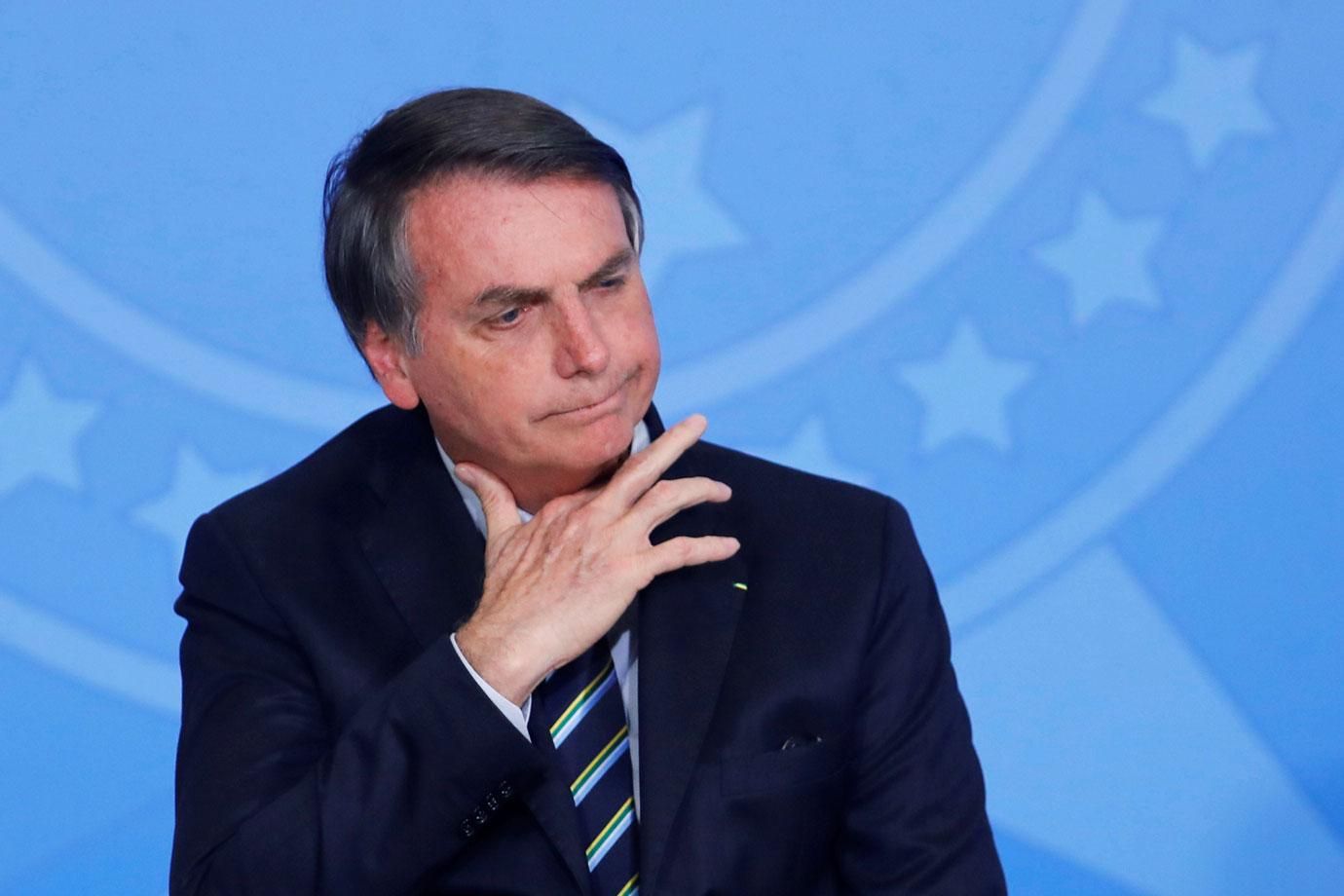 jair bolsonaro 2 - Bolsonaro desiste de dar desconto na conta de energia de igrejas após 'pancada por todo lado'