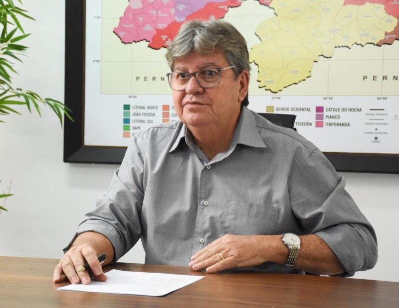 GIRA MUNDO: João Azevêdo participa do pré-embarque dos estudantes selecionadossstudante