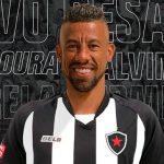 leo moura botafogo 150x150 - CASO DE FAMÍLIA: Novo reforço do Botafogo alerta seguidores sobre golpes da irmã