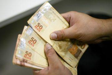 Servidores estaduais recebem salários com reajuste de 5% a partir desta quinta-feira
