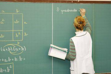 news interna PROFESSOR EM SALA DE AULA 360x240 - Governo federal anuncia aumento do piso dos professores