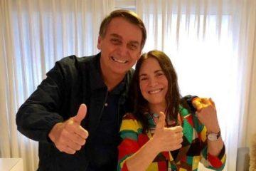 Em Brasília, Regina Duarte adia decisão e diz que noivado com Governo ainda não é casamento