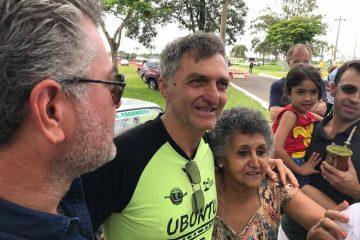 Sem cargo público, irmão de Bolsonaro faz intermediação de verbas do governo federal