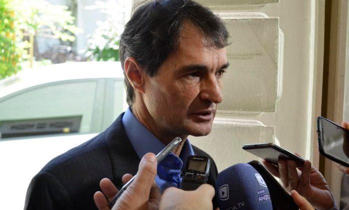 Romero Rodrigues afirma que cabe ao governo arcar com custos de água e esgoto de outras cidades e não Campina Grande