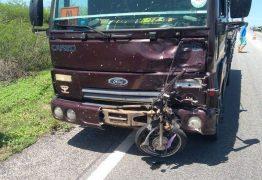 COLISÃO: Motociclista morre em acidente com caminhão no Sertão da Paraíba