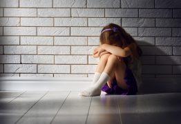 """Mãe pede ajuda na web: """"Minha filha de 5 anos se masturba em público"""""""