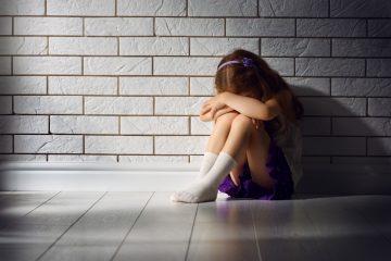 """thinkstockphotos 503244068 360x240 - Mãe pede ajuda na web: """"Minha filha de 5 anos se masturba em público"""""""
