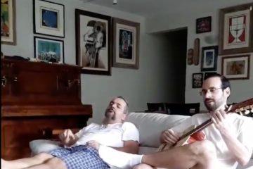 weintraub pijama 868x644 360x240 - SERESTA DA TRANQUILIDADE: Ministro da Educação publica vídeo cantando ao lado do irmão após erro em notas do Enem - VEJA VÍDEO